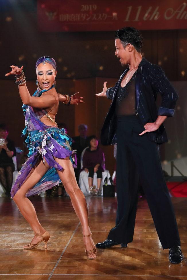 社交ダンスのラテン選手はどうやって肌を黒くしているのか
